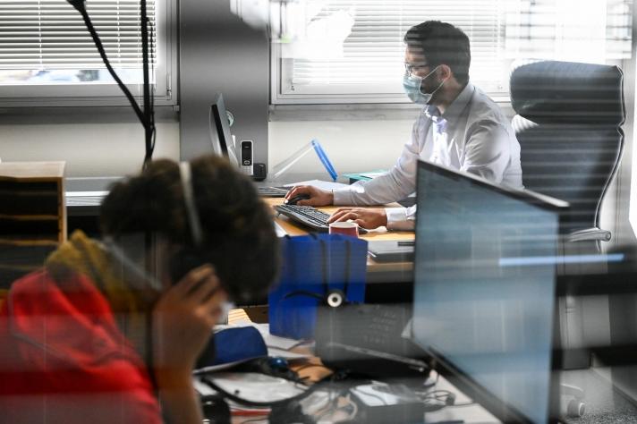Actuellement, trois millions de personnes qui pourraient facilement télétravailler ne le font pas, assure le ministère du Travail. Parmi eux, on retrouve beaucoup de fonctionnaires et contractuels.